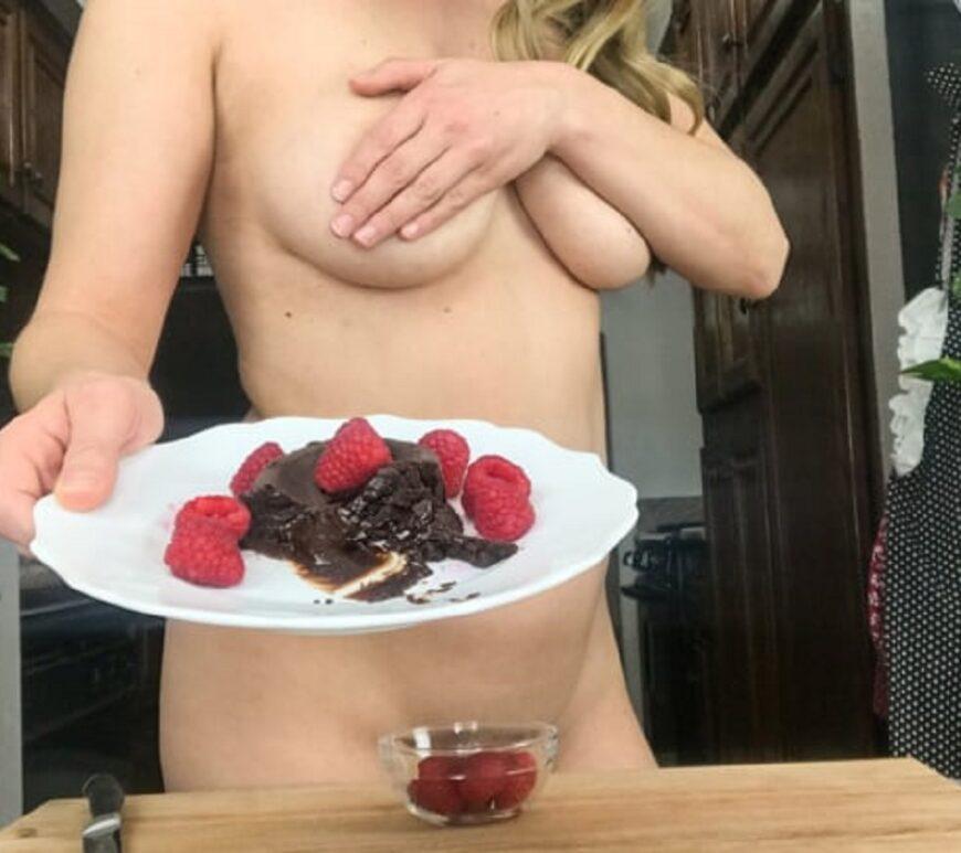szexsuli, meztelenül főzni